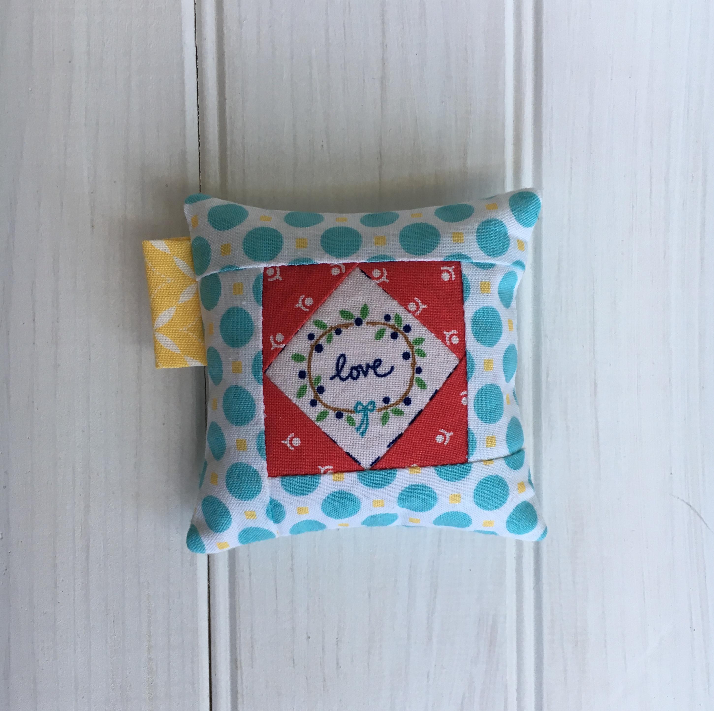 Valentine's Pincushion / anabelula.com