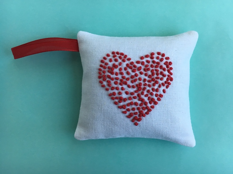 Embroidered Valentine's Pincushion / anabelula.com